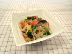 Malony salad with mixed beans