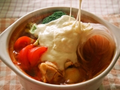 【NEW】マロニーのとろとろチーズのトマト鍋